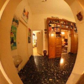 www.chiantifiorentino.it/R-3030 Firenze, in zona San Iacopino, vendesi appartamento di 4 ampi vani oltre balcone tergale, posto al piano rialzato di una palazzina in ordine. Abitabile ma da ammodernare.  #chiantifiorentino #immobiliare #firenze #theta360it
