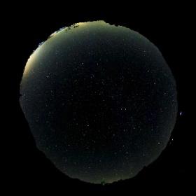 Es epoca de Perseidas y lo logico es sacar la 360 a capturar el cielo nocturno, aunque a veces se campturan otras cosas. #ufo3d #theta360