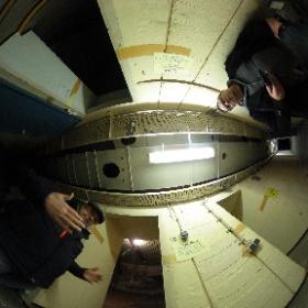 Besitzer Thomas Semmler erklärt Redakteur Heiner Stöcker die Geschichte des Bunkers.