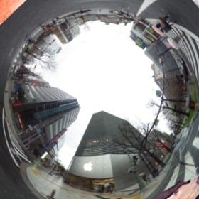 AppleStore Shinsaibashi(心斎橋)2014.03.30  ちょっと斬新な加工の仕方で顔を隠してみましたw #theta360