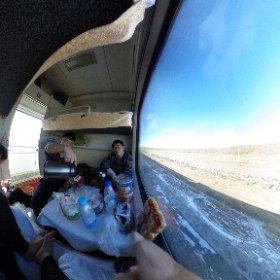 2.23 この旅一番長い列車。 相部屋の彼はモンゴル人でまだ10代。 みんなで下のベッドでお話して一期一会を楽しみます。 #theta360