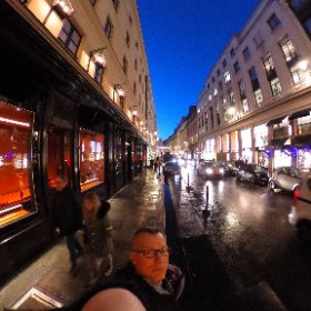 Walking in Paris.  #paris #lights #theta360