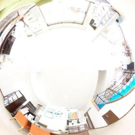 MADOショップ豊川南大通店 1階正面受付です。