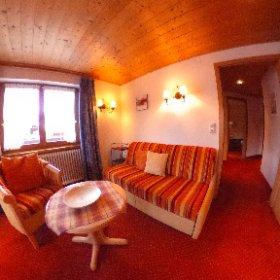 Zweiraumferienwohnung Nr. 15 mit Wohnzimmer und Balkon