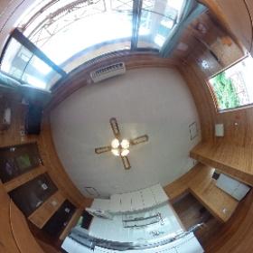 古宇利島ペンションのリビングダイニング。オーシャンビューでくつろげます♪ http://marui-pension.com/