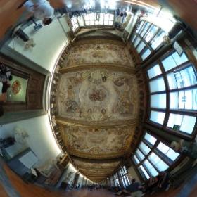 フィレンツェのウフィツィ美術館はとにかく広いです。有名な絵画や彫刻ですが、沢山ありすぎて、見るのも大変です。 #theta360