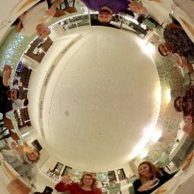 Die Reisegruppe beim tunesischen Abendmahl im Dar El Jeld in Tunis. Cheers! 🍷 #theta360 #DiscoverTunisia #FTItouristik #theta360