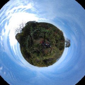 多摩湖富士の山頂からシータ。富士山かろうじて見えてたけど、さすがにシータだと無理か。遠くに狭山湖がチラリ。  #theta360