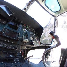 Cockpit Ecureuil Lauterbrunnen. www.helikopterflug.ch