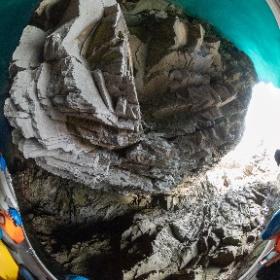 岩手県宮古市 青の洞窟  狭く見えますが本当はもう少し広いです。