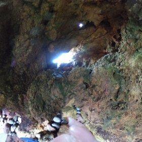 赤水海岸の洞窟。侵食で天井に穴がたくさん開いてます。名ずけてプラネタリウム #theta360