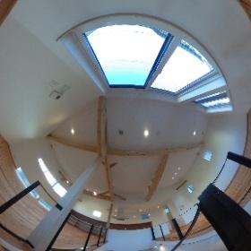 ナチュレ警弥郷 外断熱の家2号地 階段あがって2階LDKです。 30畳の広々LDK、傾斜天井を採用しているので広さだけでなく高さもある開放的な空間です。