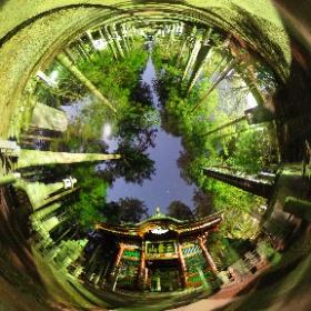 夜の三峯神社(隋身門)の360°写真 #theta360