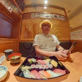 Sushi Lunch..., Tokyo 大学の春学期最終日は、私は採点、助手は片付け。助手が寿司を食べたいというので、お昼は寿司を食べることに。(金曜日) #theta360