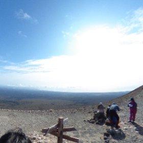 樽前山登山。山頂300メートル手前。 溶岩ドームと西山の頂が圧巻。 登った人にしかわからない景色。 #登山 #樽前山 #theta360