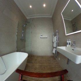 English Oak Bathroom - Bay Tree Hotel