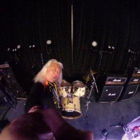 年に一度のやっちんバースデーライブ!! ドラムセット持ち込みということで、久しぶりにLive Bar X.Y.Z.→Aのドラムセットを引っ張り出して来た・・・