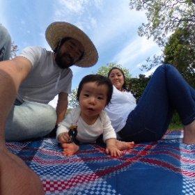 天気が良いので、家族で公園。 束の間の休息。今日も仕事だ。 #theta360