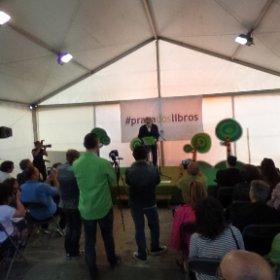 No pregón de Manuel Rivas na #prazadoslibros de Carballo 💚💚💚