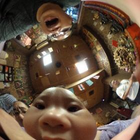 20170827出生6個月,吃相機的孩子 #theta360