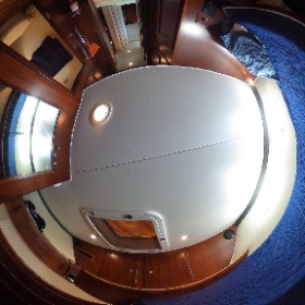 70' Hatteras Forward Guest Stateroom #theta360