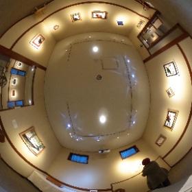長野県安曇野市穂高有明にあるギャラリーレクランにて開催された写真展「十人十色 15の色」第1期の360°全天球画像です♪  こちらは第四室で展示されたの樋熊フサ子さんの作品です。  開催場所:ブレ・ノワール併設ギャラリーレクラン       長野県安曇野市穂高有明7686-1  開催期間:2019年1月10日〜1月21日まで(火、水はお休み)  開館時間:10時〜16時30分、2月4日は14時まで #theta360