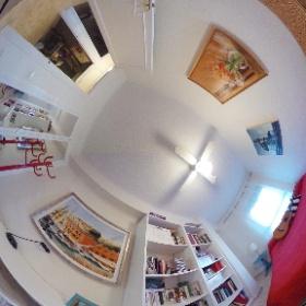 Dormitorio 2: Cama de matrimonio, mesa de estudio, Ventilador, Exterior.