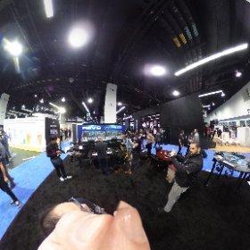 360度画像3連発! まずは朝イチのDaveSmithブース! http://bit.ly/2in5g2T  #namm2017 #theta360