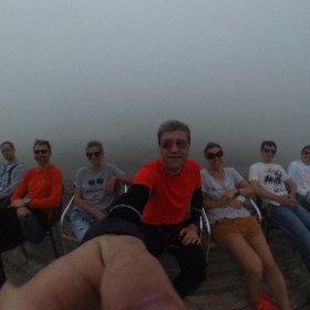 Сегодня мы попытались зайти на Роза Пик ногами (2320 метров). Увы. Не получилось. Мы вошли в облако и практически заблудились. Вышли к какому-то неработающему кафе Три шатра. Передохнули на стульчиках, а потом пошли на звук канатки #interrosacamp