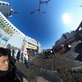 大慶にて。 野次馬根性が炸裂。  なんだなんだ。 #theta360