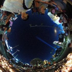 Las Vegas ストリップの中央分離帯に設けられた献花・追悼の場所。全天球画像。 #theta360