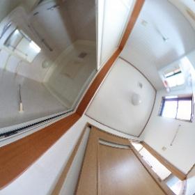 水戸市元吉田町 2LDK   「ツインズコーポ2 102」 明るく広い洗面所に3枚扉の浴室は、家族みんなで一緒にお風呂に入るとき楽チンですねぇ♪