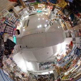 山口県周南市の雑貨・ギフトのNOICHI(のいち)  奇跡のジュエリー・幸福のパワーストーン  http://negaitama.com/  山口県周南市の徳山駅近くの雑貨店です。  フロアー紹介1階  〒745-0032 山口県周南市銀座1-17  山口県 周南市にある雑貨店 Noichiは、世界の雑貨、日本でも珍しい雑貨を世界中から山口県周南市に集めた、まさに大人の玉手箱みたいなお店です。 Noichi(のいち)は地下一階から、3階までところ狭しと珍しい雑貨が並んでいます。 #theta360