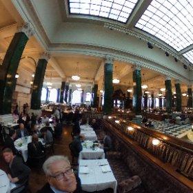 Le Cecconi's, Excellent restaurant ***** qui a la particularité d'avoir été construit dans une ancienne banque dans la City de Londres. https://www.thened.com/restaurants/cecconis?utm_source=google&utm_medium=local&utm_campaign=Cecconis_Local_Listing