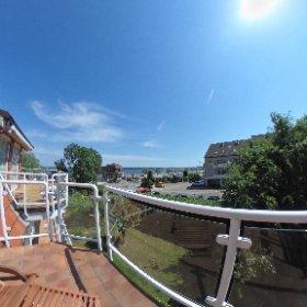 Das schöne Wetter hält sich. Wer mag da nicht mit Blick aufs Wasser auf dem Balkon sitzen und eine kleine Auszeit vom Alltag genießen? Ideal dafür ist die Ferienwohnung Willi in Wassersleben geeignet. doch mol in unter www.fewo1846.de #theta360 #theta360de