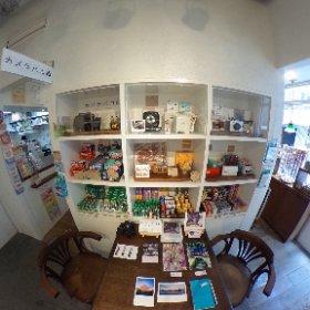 『東京 #野良桜 〜あなたの桜の物語〜』本日も在廊しております。 http://www.photokanon.com/info.html 遠方で来れれない方のために、会場の #全天球パノラマ を撮りました。グリグリ回して見てください。。