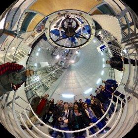 Estudiantes y profesores del master en astrofísica de @unicomplutense admirando el telescopio de 3.5 m de @CalarAltoObs #theta360