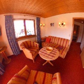Zweiraumferienwohnung Nr. 12, hier das Wohnzimmer, mit Terrasse, ca 40 qm.