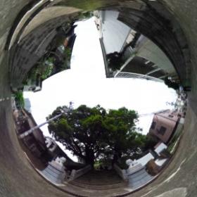 山王神社境内入り口前