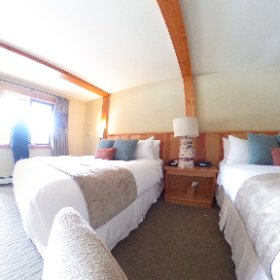 Super comfy rooms at Tyax Lodge. Really really quiet at night too. And big pillows for dreaming of powder. #theta360