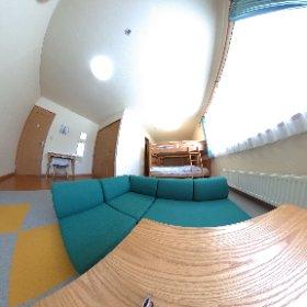新函館北斗駅からお車で5分。 ロジングはまなすⅡ 家庭的なアットホームさが人気です。 2段ベッドが2組入ったご家族向けのお部屋が人気です。 http://lodginghamanasu2.jp/ #theta360