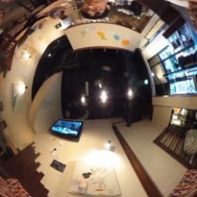 卒業生の鈴木里奈さんの展示を観に高円寺のビアカフェ萬感に来ました。 30日まで。