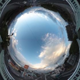 #RICOH #THETA #全天球写真 空と雲。今日夕方、伊丹市役所前の歩道橋から撮影。fotologに投稿した魚眼写真とほぼ同時刻。 http://www.fotolog.com/dddo/215000000000028037/