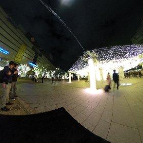 なんかロマンティックな広場でよく似たメガネ二人(笑) #ラクガキ福岡旅 #theta360