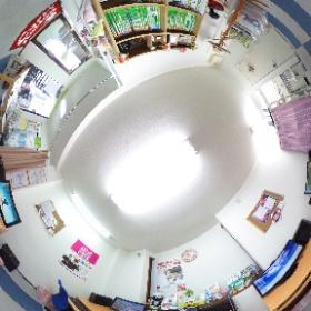 教室内の360°写真です。三脚をマスクしたものです。
