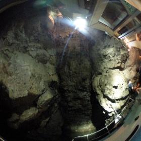 【隠岐・西ノ島】明暗の岩屋