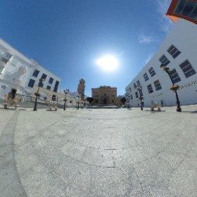 Plaza Mayor, con la Iglesia de San Juan Bautista y el Arquillo del reloj #Chiclana #ChiclanadelaFrontera http://www.dechiclana.com/item/plaza-mayor/ #theta360