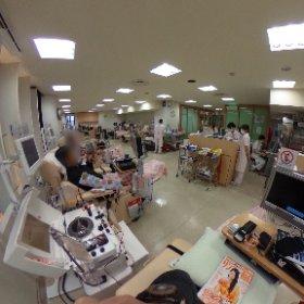 採血中です。私がいるこちら側は成分採血用のベッド。左前方に全血採血用のベッドがあります。 #theta360