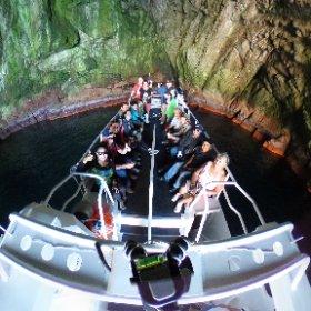 Lunch in the caves was pretty spesh today!  What a great group to enjoy it with 🙏  #iledesphoques  #rainbowcaves #mariaisland #spiritofmaria #eastcoasttasmania #discovertasmania #tasmania #seeaustralia #australia #ocean #cave #nature #seals #theta360