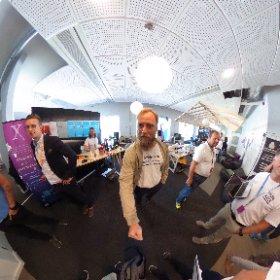 Ögonblicksbild från House of Hack på #Almedalen 2017. Jonas Södergren från Arbetsförmedlingen håller i kameran. #theta360